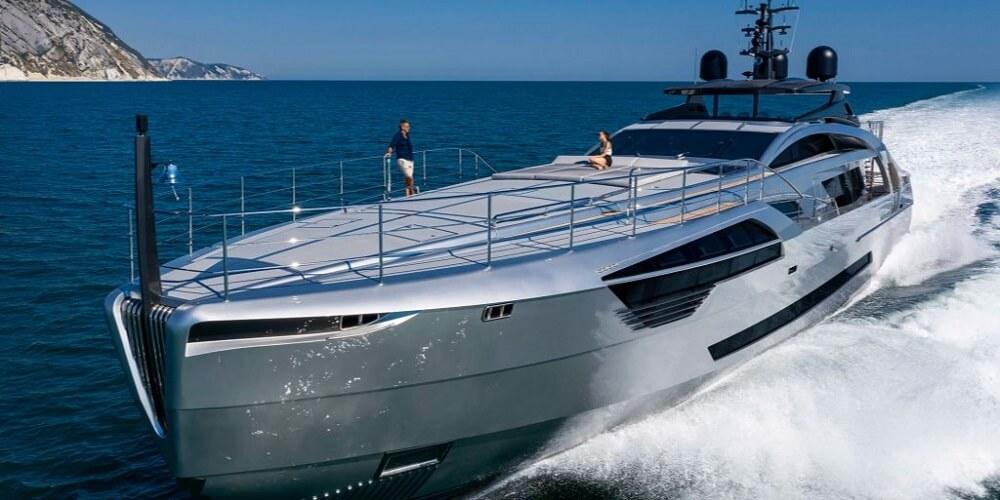 Pershing yachts 140