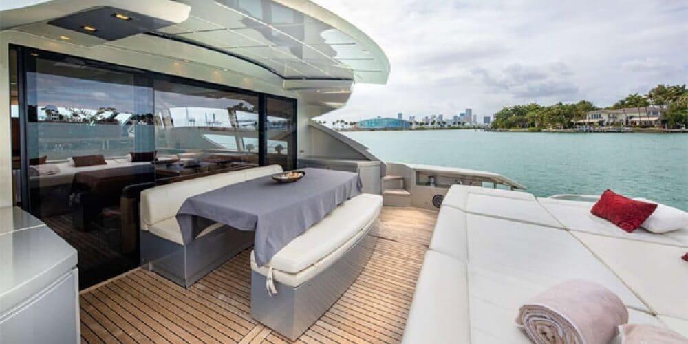 rear deck Pershing yachts 80