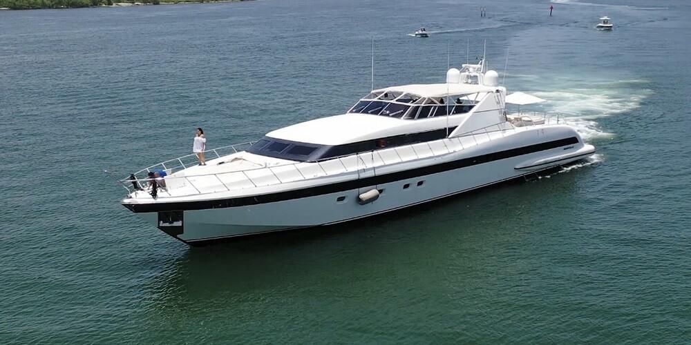 Mangusta yacht 104